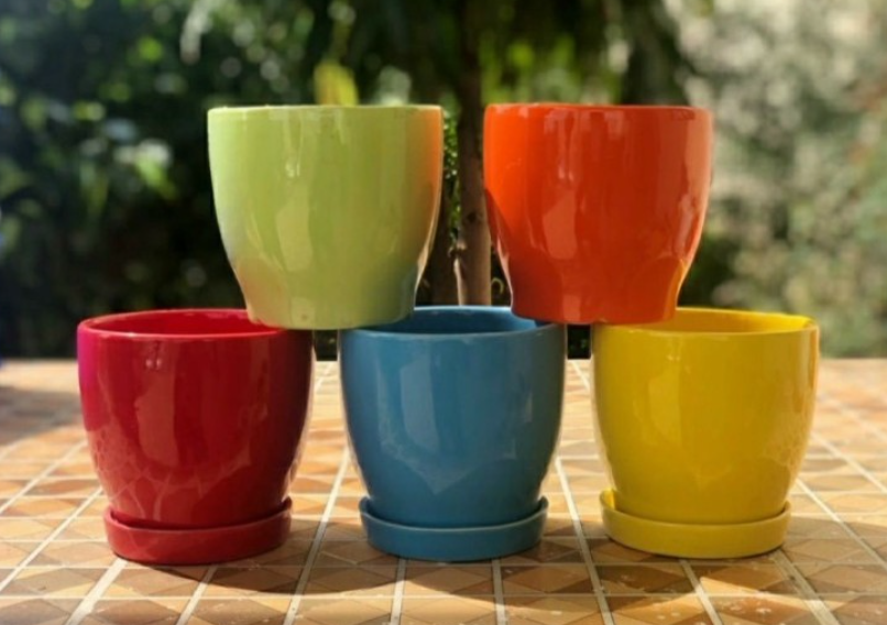 """S2 - Curvy Bottom Pot with Saucer- Multi Color- 4.5"""""""