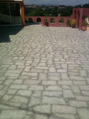 Pavé (dalle) granit clivé irrégulier de 5/6cm d'épaisseur - 14€/m2 ht