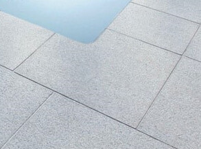 Pièce d'angle en granit gris clair