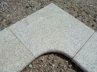 Pièce d'angle en granit gris jaune clair