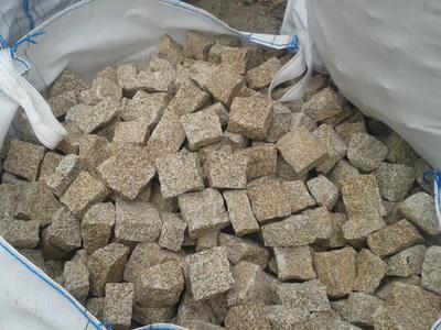 Pavé granit Jaune/Beige clivé - 8.55€/m2 HT