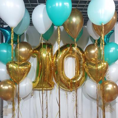 Композиция из воздушных шаров на 10 лет.