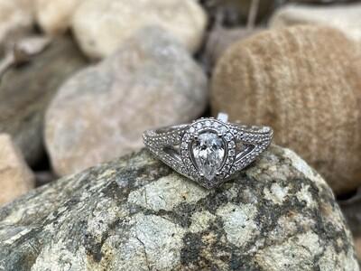 Halo Diamond Engagment Ring