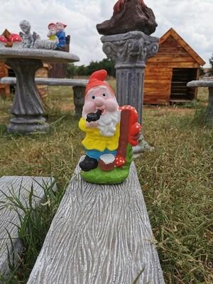 Pipe smoking Gnome