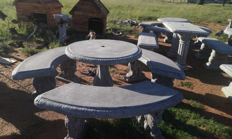 Round Stone Table Set