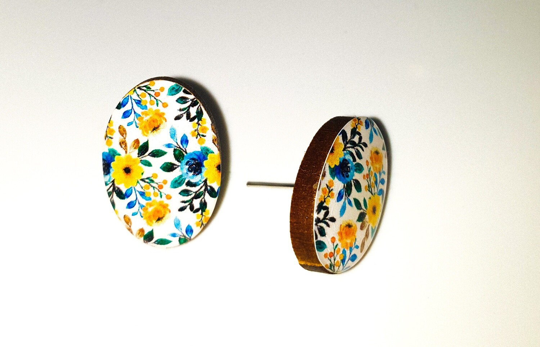 Dome stud earrings: Blue & Yellow Flowers