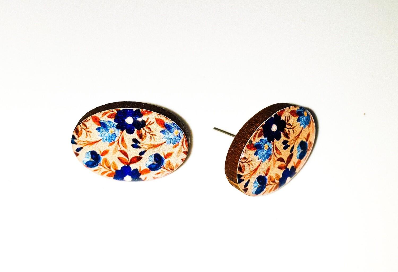 Dome stud earrings: Yellow flowers
