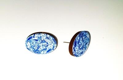 Dome stud earrings: Light blue flowers