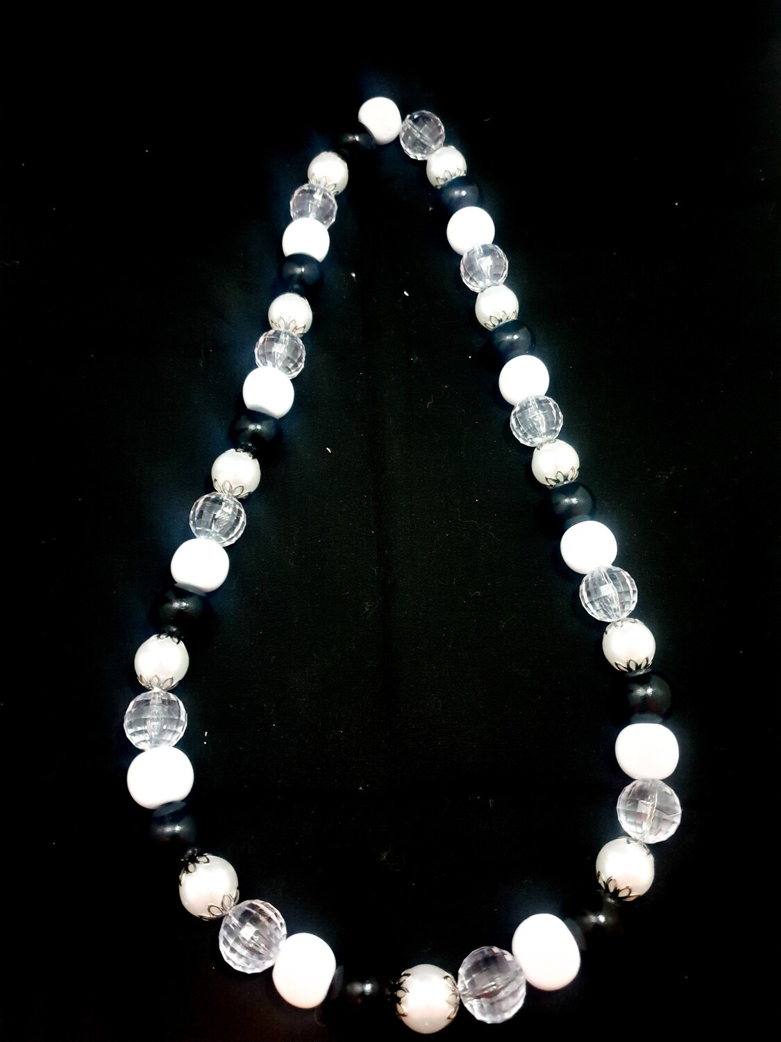 Wooden necklace : black & white