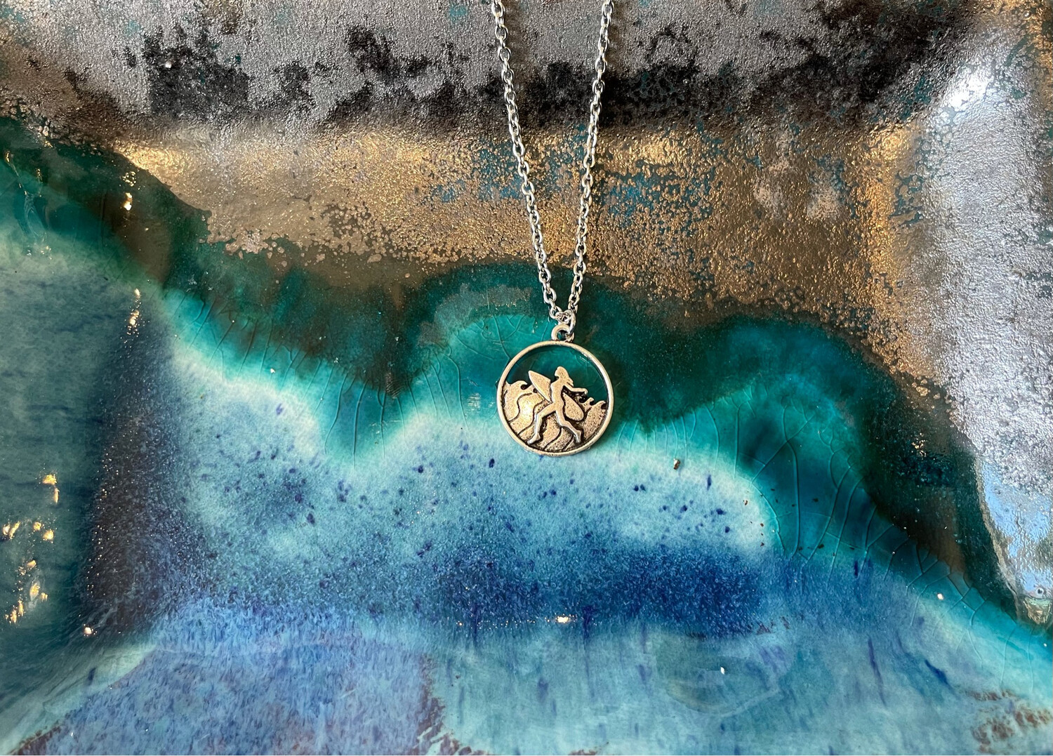Surfer Round Necklace - Silver