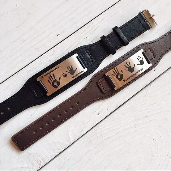 два цвета в наличии:  черный и коричневый