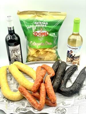 2 Morcillas blancas, 2 Morcillas Negras, 6 chorizos, 1 botella FC Ecológico, 1 Botella FC Jaén Blanco y 1 Bolsa Patatas fritas en aceite de oliva