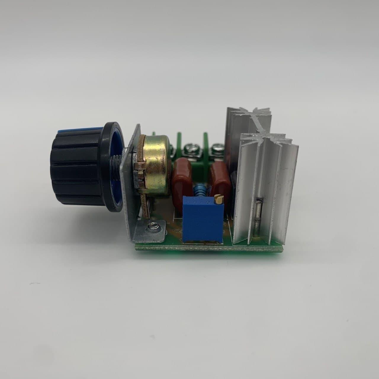 Регулятор вращения вентиляторов, ручной 220В 2000Вт