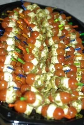 Mozarella-Tomaten-Spieße Platte, glutenfrei