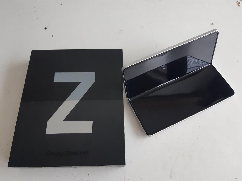 Galaxy Z fold3 Gar 12.08.2023