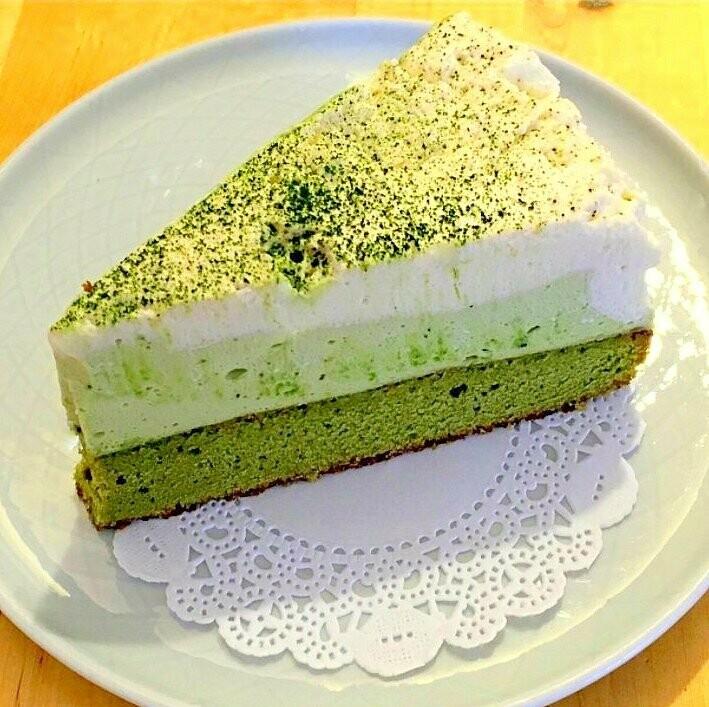 Matcha & White Chocolate Mousse Cake