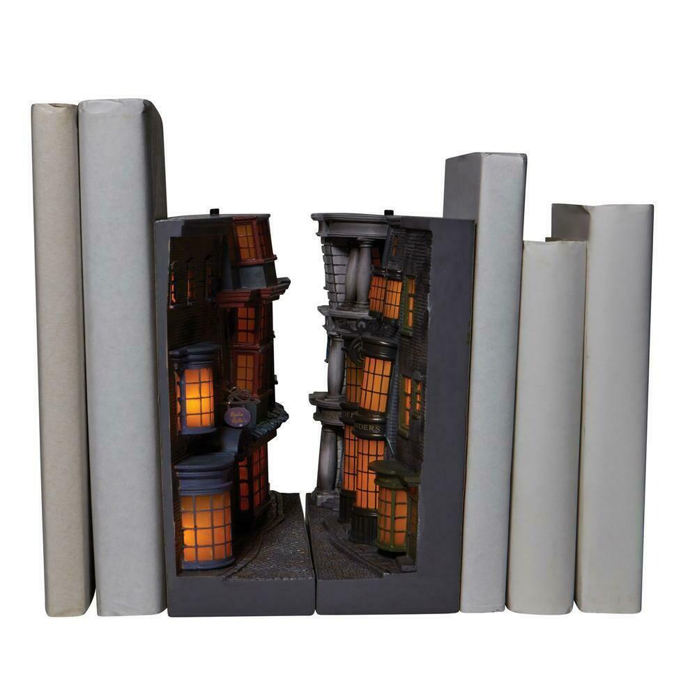 PRE-ORDER Enesco Diagon Alley Light Up Bookend