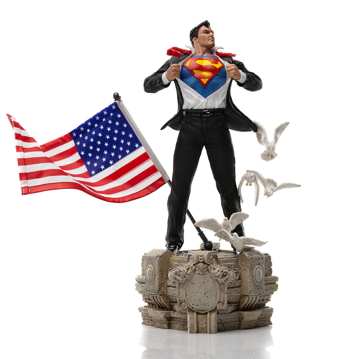 PRE-ORDER Iron Studios Clark Kent Deluxe Statue - DC Comics - Art Scale 1/10