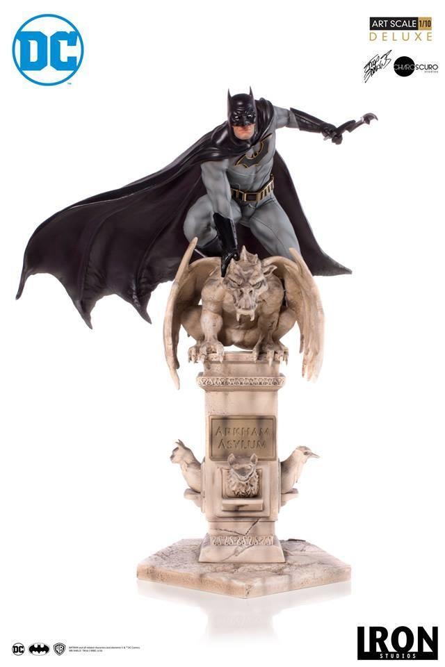 PRE-ORDER Iron Studios Batman - Deluxe Art Scale 1/10 by Eddy Barrows