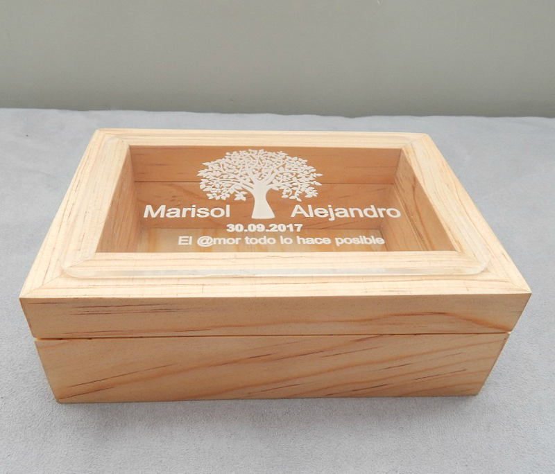 Caja Personalizada Usaya + Corazones / Caja de Deseos