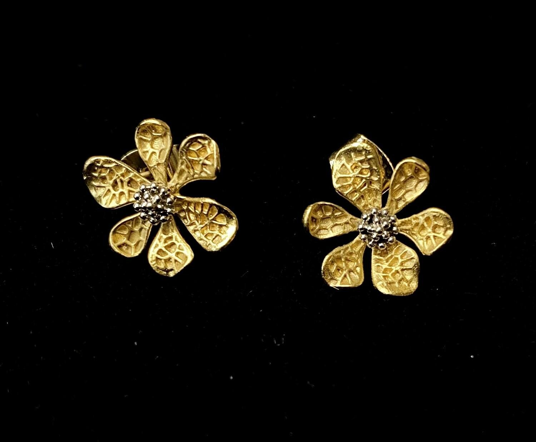 Metal Daisy Earrings