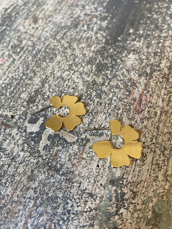 Gold Flat Flower Earring