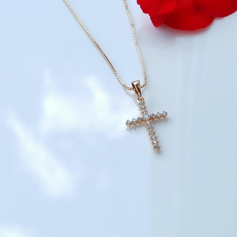 Изящный крестик с цепочкой