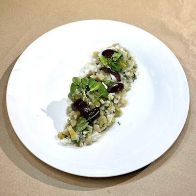 Ensalada de Ulte con queso de cabra y aceitunas