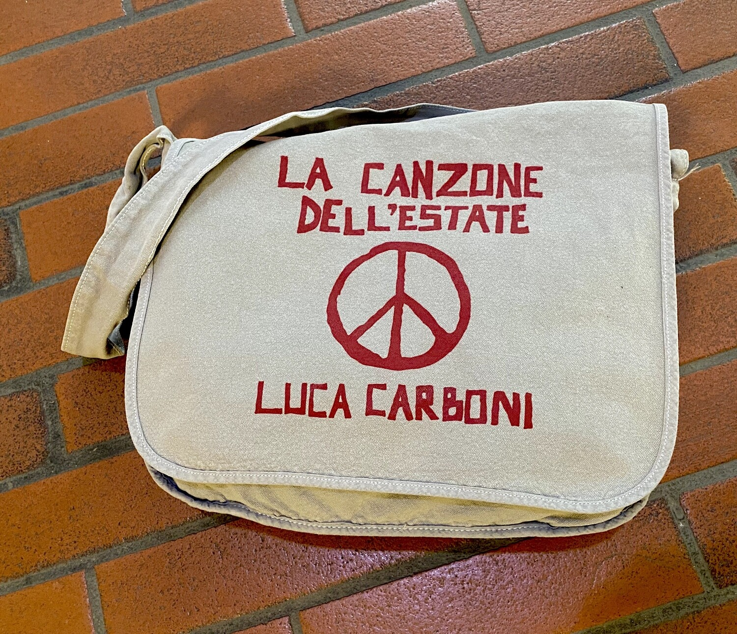 "Borsa Messenger, ""La Canzone dell'estate"" - Luca Carboni"