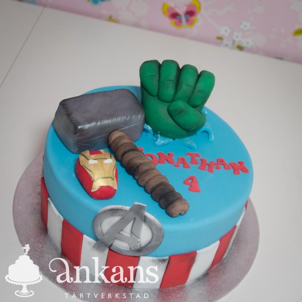 Superhjältetårta med Hulken, Tors hammare, Ironman och Captain America