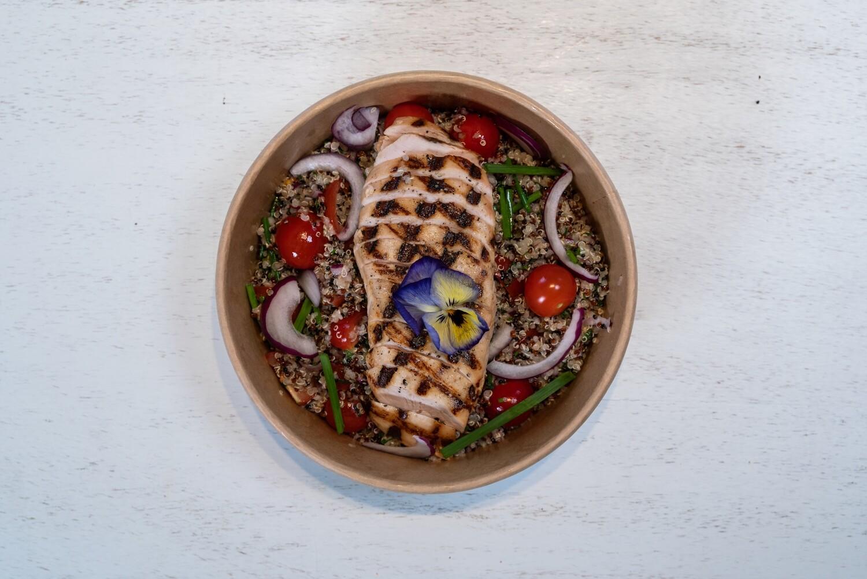 Salade de quinoa avec filet de poulet