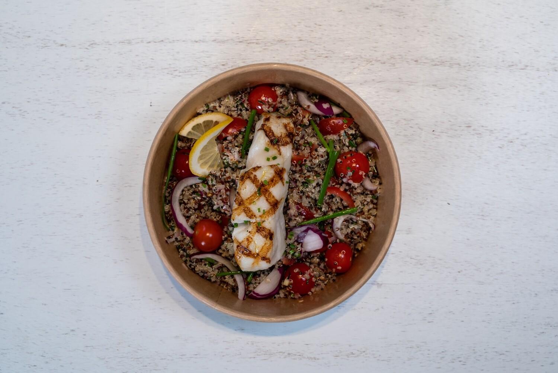 Salade de quinoa avec filet de poisson