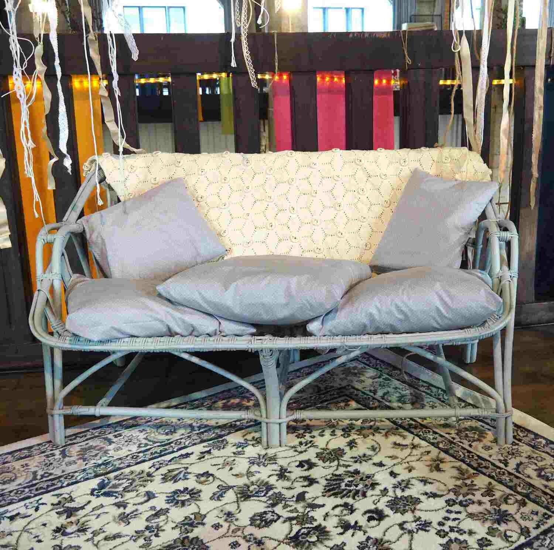 Canapé en rotin gris clair