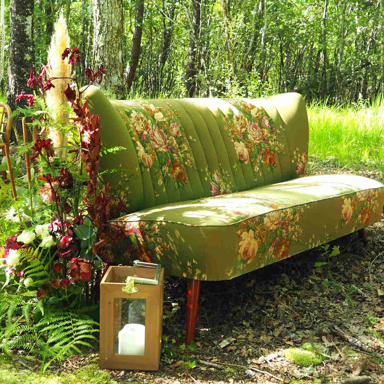 Banquette verte fleurie