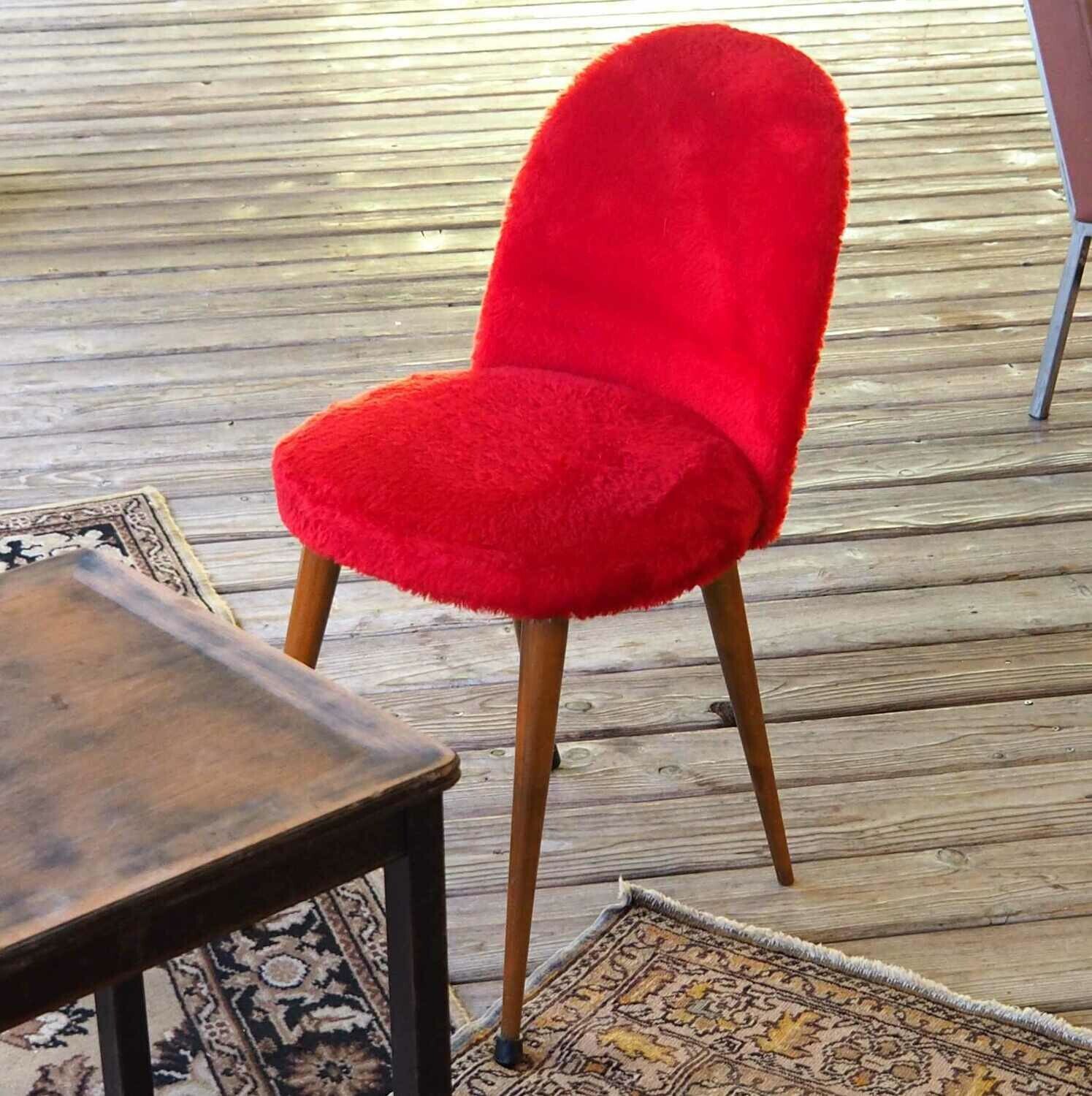Chaise fourrure rouge