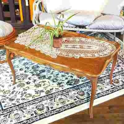 Table basse bois pieds travaillés