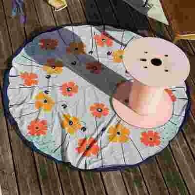 Nappe vintage colorée et fleurie