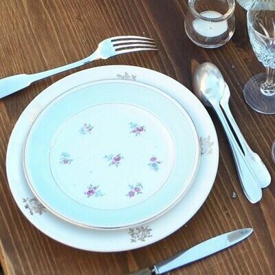 Assiette porcelaine fleurie plate