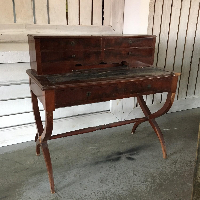 Bureau bois petite étagère pieds arrondis