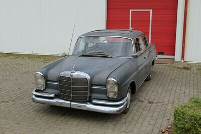 Mercedes W111  220 S