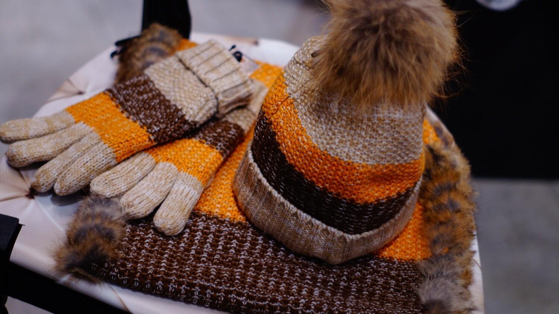 Ensemble Oxygen Tuque, mitaine et Foulard--Oxygen set of Toque, Mitten and scarf.