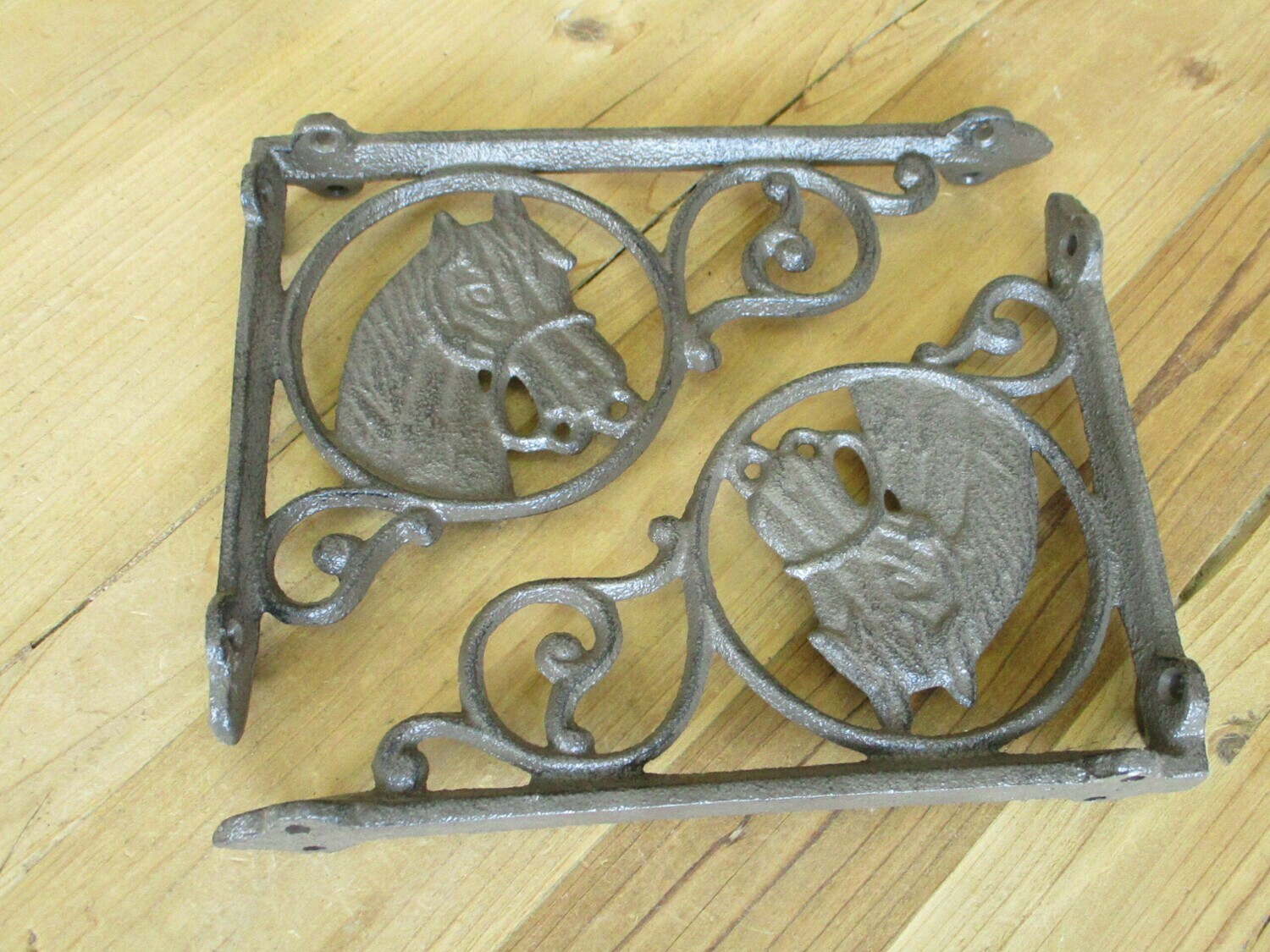 2 CAST IRON RUSTIC HORSE HEAD SHELF BRACKETS