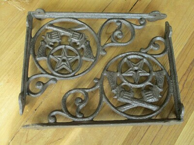 2 CAST IRON RUSTIC CROSSED PISTOLS SHELF BRACKETS