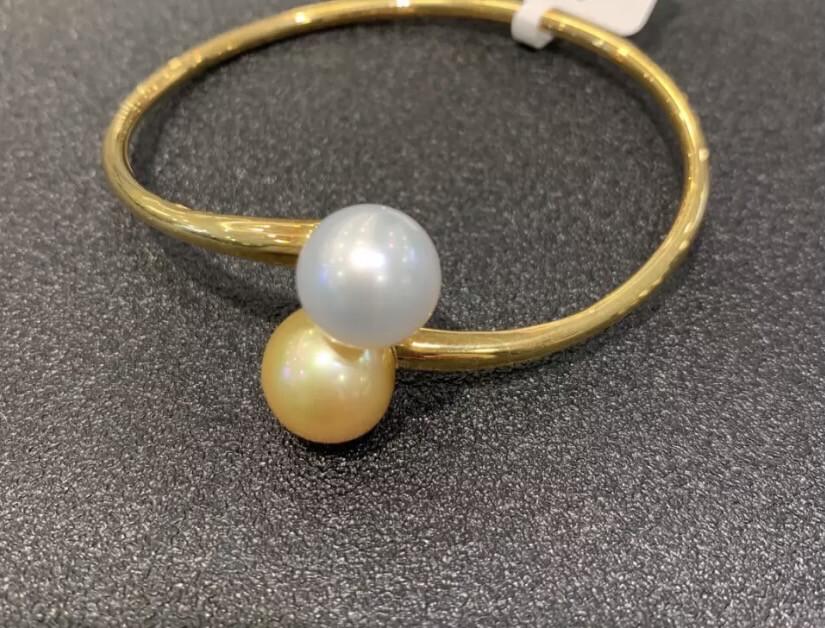 Luxury pearl Bangle
