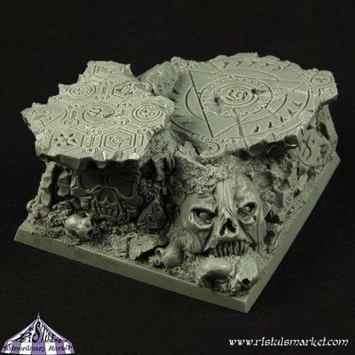Dark Temple Ruins 50mm Scenic Square Base - Bases - Ristul
