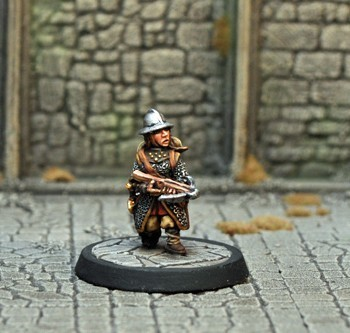DAD16 – Female Gnome Fighter - Otherworld Miniatures