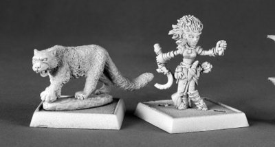 Lini, Iconic Gnome Druid and Droogami, Snow Leopard - Pathfinder Miniatures - Reaper Miniatures