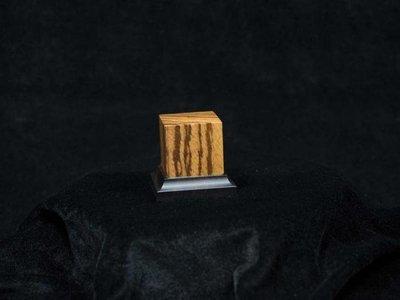 Noble Wood Zebra, 40x40x50mm - Sockel - Andrea
