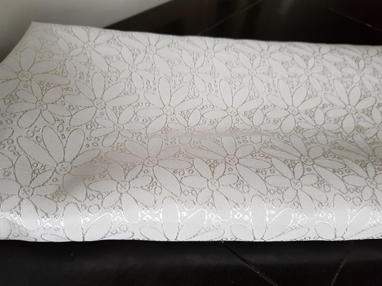 Fata masa 135x150 cm, brocart model floral