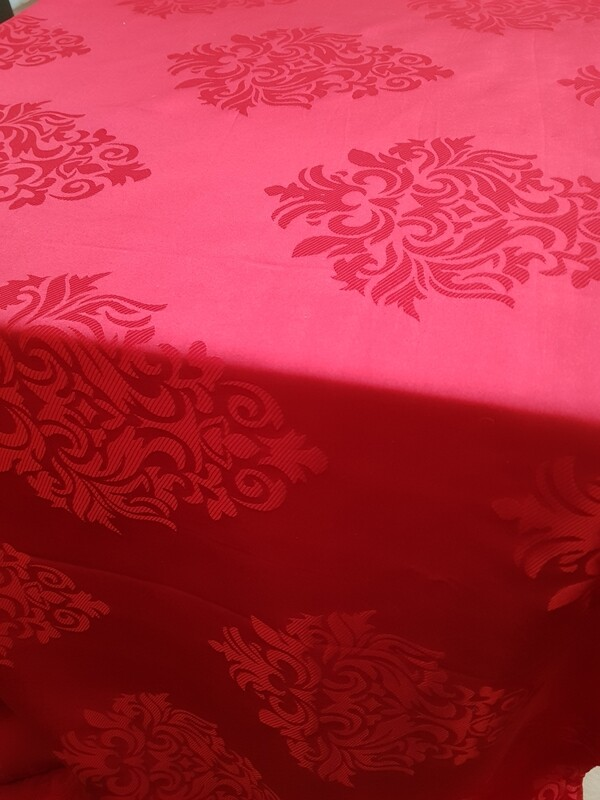 Fata masa brocart rosu carmin 265x300cm